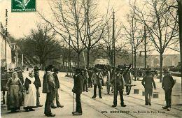 Cpa HENNEBONT 56 La Route De PORT LOUIS -  Animée, Marché De Bois - Hennebont