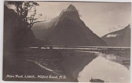 LB 14 : Nouvelle  Zélande :  Mitre  Peak , Milford  Sound  , Southern - Nouvelle-Zélande