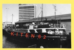 Caboteur Pétrel Au Port D' Aberdeen.1977.Il Venait à Boulogne-sur-Mer Pour Livrer Du Whisky Et Balles De Laine (repro) - Boats