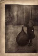 Bambino Con Damigiana - Personas Anónimos