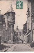 Carte Postale Ancienne De La Nièvre - Nevers - La Rue De La Cathédrale - Nevers