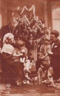 Enfants - Sapin De Noël Jeux Poupées Quilles - Fillette Ours Teddy Bear - Groupes D'enfants & Familles