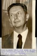 PHOTO - Photo De Presse - ANDRE LWOFF - Prix Nobel De Biologie - 1966 - Célébrités