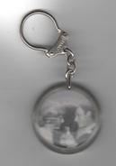 PORTE-CLES PUBLICITAIRE ANCIEN JOHNNY HALLYDAY ET SYLVIE VARTAN AU BON MARCHE - PHOTOGRAPHIE DE MARIAGE - Key-rings