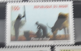 NIGER 2008 YT 1674 PILEUSE AU VILLAGE COW OX OSEN WORKER OUVRIER  MNH (RARE) - Niger (1960-...)