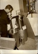 PHOTO - Photo De Presse - Lait - Crème - Transtub - Machine - Objets