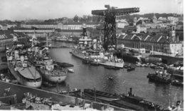 """CPA """"5 Brest Le Port De Gerre - Brest"""