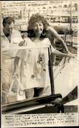 PHOTO - Photo De Presse - LIZ TAYLOR - Actrice - RICHARD BURTON - MONACO - 1971 - Célébrités
