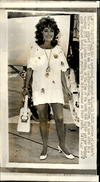 PHOTO - Photo De Presse - LIZ TAYLOR - Actrice - Aéroport Heathrow - 1971 - Célébrités