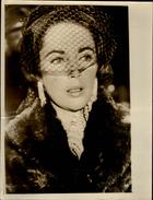 PHOTO - Photo De Presse - LIZ TAYLOR - Actrice - Obsèques De Mike Todd époux De Liz Taylor - Chicago - 1958 - Célébrités