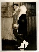 PHOTO - Photo De Presse - LIZ TAYLOR - Actrice - RICHARD BURTON - Dublin - 1965 - Célébrités