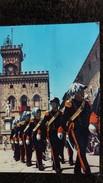 CPSM SAN MARINO SAINT MARIN GARDE D HONNEUR PALAIS DU GOUVERNEMENT IONYL LA BIOMARINE 1960 BEAUX TIMBRES - San Marino