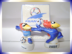 Footix ... Série Complète De 2 Fèves + Logo Officiel ... Ref. AFF : 20-1998 ...(pan 0031) - Sports