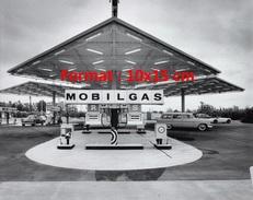 Reproduction D´une Photographie D'une Station Essence Mobilgas - Reproductions