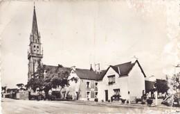 SAINT-GILLES-VIEUX-MARCHE.- Le Centre Et L'Eglise. CPSM 9x14 RARE - Saint-Gilles-Vieux-Marché
