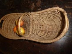 Petit Panier à Vendange Ancien Pour Enfant........usage Détourné Pour La Table (présentation De Fruits) - Autres Collections