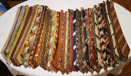 Tie / Ties / Cravat / Cravata / Kravate / Necktie / Cravates / Krawatte / 180 Pcs - Corbatas