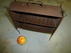 Bizarre Objet En Tôle .....usage Détourné Pour La Table (présentation De Fruits) - Autres Collections
