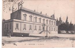 Carte Postale Ancienne De La Nièvre - Nevers - La Mairie - Cachet Au Dos - Nevers