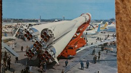 CPSM SERIE ESPACE URSS SATELLITE VOSTOK ARRIME SUR SA FUSEE PORTEUSE  ED SOFER - Astronomia