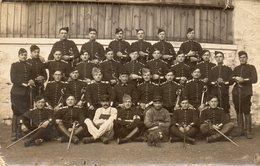 75x   Carte Photo Militaire Soldats Du 31 Eme Regiment Sabres Infirmier - Uniformes