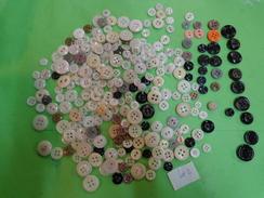 + De 220g De Boutons Ancien En Verre Lot 2 - Buttons