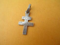 Médaille Religieuse/Mini-Croix / Croix De Lorraine/Nickelée/ XXéme      CAN310 - Religion & Esotericism