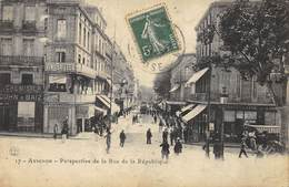 CPA 84  AVIGNON PERSPECTIVE DE LA RUE DE LA REPUBLIQUE - Avignon