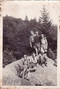 Old Original Photo -  Group Of Young Boys Naked Boy Posing On A Rock - 8.5x5.9 Cm - Shot 1940 - Persone Anonimi