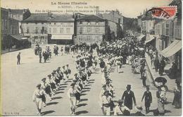 SAINT MIHIEL  Place Des Halles  Fêtes De Gymnastique  Défilé Des Sociétés De L'Union Meusienne - Saint Mihiel