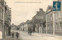 CPA - Le NEUBOURG (27) - Aspect De La Rue De L'Hôtel De Ville En 1920 - Le Neubourg