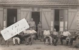 HEM-HARDINVAL  - Café Rabouille Crépin  , Rue Des Prés , Groupe De Personnes Trinquant Dans Le Jardin   ( Carte-photo ) - Doullens