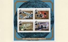 COOK ISLAND / Espace Apollo ( 10 Ans )  Bloc Képler Dentelé  Cote 10.00 Vente 3.00 Euros