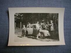 PHOTOGRAPHIE AMATEUR  -  4 CV RENAULT  -   Ballade  En Famille  -  Papier Photographique VELOX  -  6 X 9 Cms - Automobili