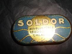 ANCIENNE BOITE  EN TOLE    SOLDOR  POUR.((  REGLISSES DE CALABRE )) - Encriers