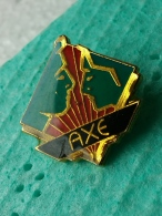 P 11 - AXE - Badges