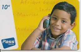 CARTE-PREPAYEE-PLASTIC-OUTREMER-TELECOM-10€- OCEAN INDIEN-GARCON--6000Ex-V°N°sur Fond Blanc-TBE-RARE - France