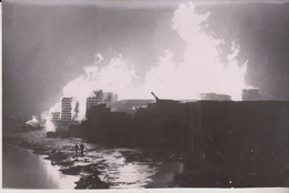 FIRE IN WOODFABRICK RODING RIVER IN SUSSEX   FIREMAN   GRAN BRETAÑA .REINO UNIDO,INGLATERRA Press Fotos - Lugares