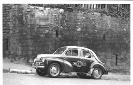 CARTE POSTALE VOITURE RENAULT 4 CV MARTINI RUE DE L'ABREUVOIR TOUR DE FRANCE (1955) -  10X15 CM - PKW
