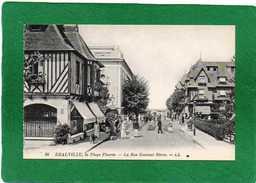 14 DEAUVILLE  LA PLAGE FLEURIE - LA RUE GONTAUT BIRON - Trés Animée  Magasins Cpa Année 1930 - Deauville