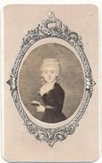 CDV - Portrait De Dame En Médaillon - Perlat, POITIERS - 2 Scans