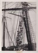 Equipage De Marins Montant Hisser Les Voiles En 1929    Photo Wide World - Bateaux
