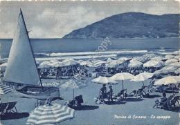 Cartolina Marina Di Carrara Spiaggia Animata Ombrelloni - Massa