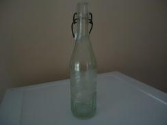 Bouteille De Limonade Marquée En Relief  - De Fin Des Années 1920 - France - M.COLOMB - CARCASSONNE - 47 Cl -  - Vide - - Soda