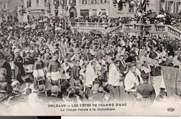 ORLEANS - LES FETES DE JEANNE D'ARC  Le Clergé Entre  à La Cathédrale - Orleans