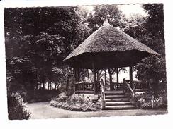 CAMBRAI (59)  Kiosque De Chaume, Dans Le Jardin Public, Ed. Yvon 1966 - Cambrai