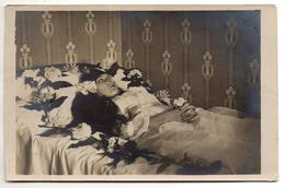 Carte-photo - Une Belle Jeune Fille Sur Son Lit De Mort - Photo Post Mortem - Funérailles