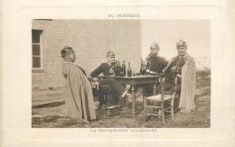 CP AU HOHNECK LA GENDARMERIE ALLEMANDE - GENDARME CASQUE A POINTE BOUTEILLES - Folklore