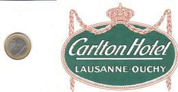 ETIQUETA DE HOTEL  -  CARLTON HOTEL  -LAUSANNE-OUCHY  -SUIZA ( SUISSE) CON CHARNELA - Hotel Labels