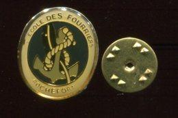 Pin's - école Des Fourriers - ROCHEFORT - Ancre Marine - Charente Maritime - Militaria